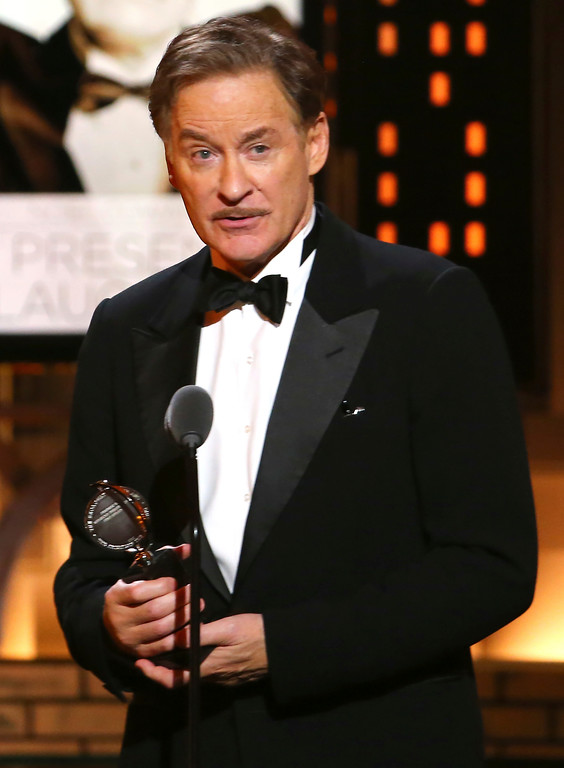 ". Kevin Kline accepts the award for best performance by an actor in a leading role in a play for ""Present Laughter\"" at the 71st annual Tony Awards on Sunday, June 11, 2017, in New York. (Photo by Michael Zorn/Invision/AP)"