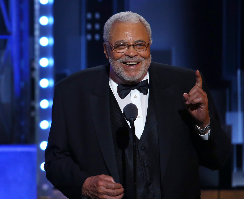 . James Earl Jones accepts the special Tony award for Lifetime Achievement in the Theatre at the 71st annual Tony Awards on Sunday, June 11, 2017, in New York. (Photo by Michael Zorn/Invision/AP)