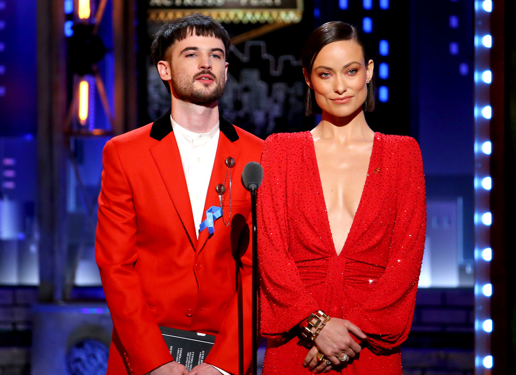 . Tom Sturridge, left, and Olivia Wilde present the award for best performance by an actress in a featured role in a play at the 71st annual Tony Awards on Sunday, June 11, 2017, in New York. (Photo by Michael Zorn/Invision/AP)