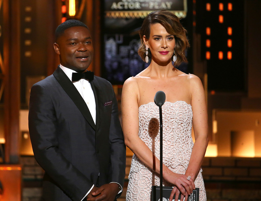 . David Oyelowo, left, and Sarah Paulson present the award for best performance by an actor in a leading role in a play at the 71st annual Tony Awards on Sunday, June 11, 2017, in New York. (Photo by Michael Zorn/Invision/AP)