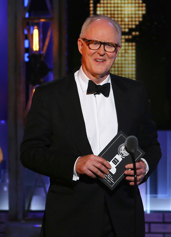 . John Lithgow presents the award for best play at the 71st annual Tony Awards on Sunday, June 11, 2017, in New York. (Photo by Michael Zorn/Invision/AP)