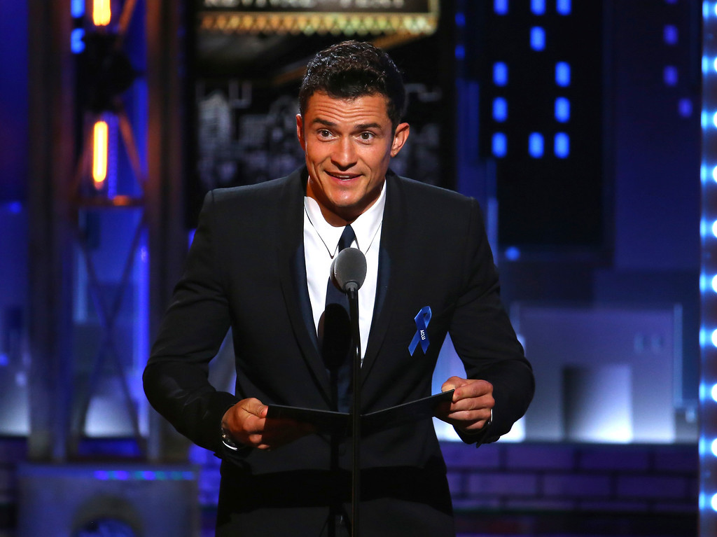 . Orlando Bloom presents the award for best revival of a play at the 71st annual Tony Awards on Sunday, June 11, 2017, in New York. (Photo by Michael Zorn/Invision/AP)