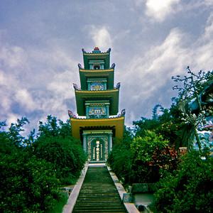 Pagoda at Tiger Balm Gardens (Hong Kong, July 1969)