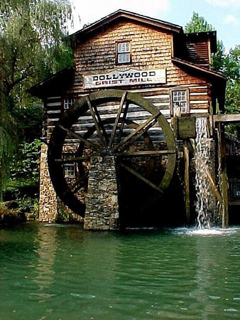 GRIST MILL: Inside the grist mill is one of the many craft and gift shops found in Dollywood. (Aug 8, 2000)