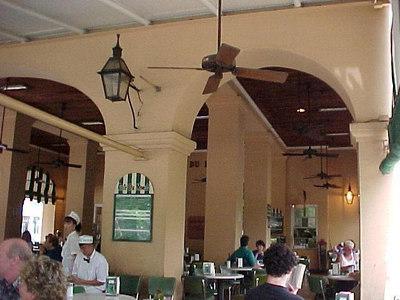 CAFE DU MONDE (New Orleans, Sept 13, 2000)