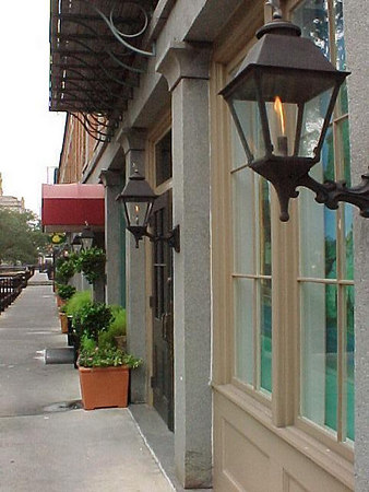 THE RIVER STREET INN (Savannah's historic district, Sept 6, 2000)