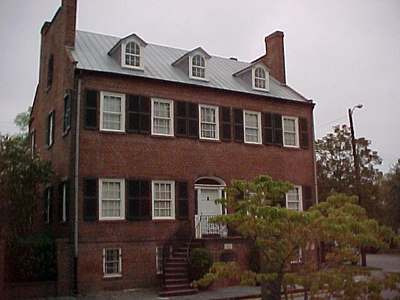 ONE OF THE MANY HISTORICAL HOME IN OLD SAVANNAH (Savannah's Historic District, Sept 6, 2000)