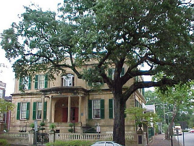 ONE OF THE MANY HISTORICAL HOMES IN OLD SAVANNAH (Savannah's Historic District, Sept 6, 2000)