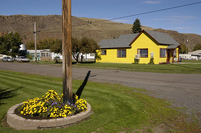 FLOWERS & HOUSE MATCH -- Wallowa, Oregon (Sept 2004)