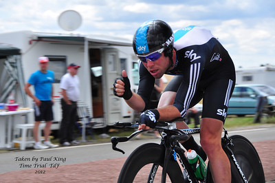 Held the camera with one hand, gave Cav the thumbs up with the other - he replied and I got the shot - cheers Cav.