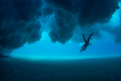 Diving below the clouds w/ Aston