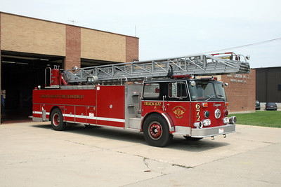 CHICAGO HEIGHTS TRUCK 672    SEAGRAVE 100'