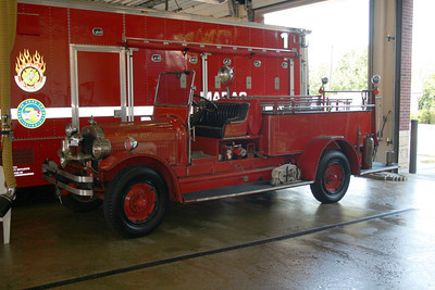 ARLINGTON HEIGHTS  ANTIQUE SEAGRAVE