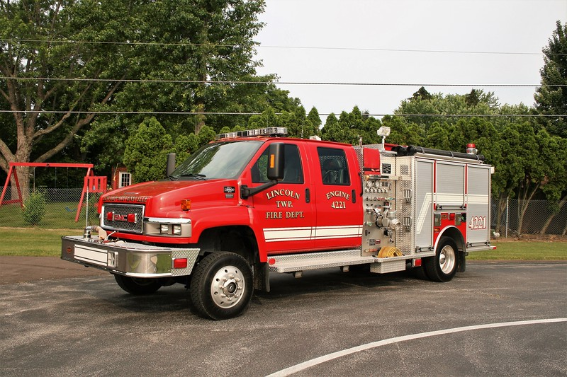 LINCOLN CHARTER TOWNSHIP  ENGINE 4221  2008 GMC C5500 4DR - KME  1000-260   GSO-7204