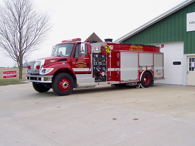 KNOXVILLE  ENGINE 1421  IHC - ALEXIS  APPLETON STATION   TODD HEALEY PHOTO