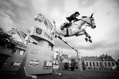 France, Chantilly : Jessica Springsteen riding Cynar VA during the Longines Global Champions Tour Grand Prix of Chantilly on May 28th , 2016, in Chantilly, France - Photo Christophe Bricot