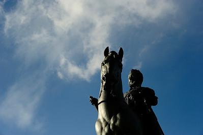 STATUE EQUESTRE DANS PARIS HENRI IV - (HENRICI MAGNI) - ROI DE FRANCE ILE DE LA CITÉ SUJET : LE CHEVAL À PARIS Paris, le cheval. Thème le chaval dans Paris, à Paris, actuellement ou anciennement. Sujet magazine sur le passé, le présent et le futur autour du thème cheval à Paris. © Christophe BRICOT