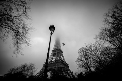 France, Paris : The Eiffel Tower inside the fog, in Paris, on December 17th , 2016, in Paris, France - Photo Christophe Bricot