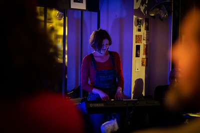 """France, Paris : Acoustic artists tray, Open stage organized by Camille Feist, At """"Les Chaises"""", on February 27th , 2019, in Paris, France - Photo Christophe Bricot"""