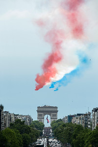 France, Paris : Alphajet aircrafts from the French elite acrobatic flying team Patrouille de France (PAF) release smoke in the colours of the French national flag during the  the annual Bastille Day military parade in July 14th , 2016, in Paris, France - Photo Christophe Bricot