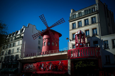 France, Paris :  Moulin Rouge - Butte Montmartre, Sacré Cœur    on May 20th , 2015, in Paris, France - Photo Christophe Bricot