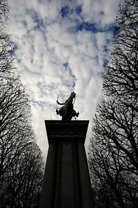 SUJET : LE CHEVAL À PARIS LA STATUE DU GENERAL LAFAYETTE Paris, le cheval. Thème le cheval dans Paris, à Paris, actuellement ou anciennement. Sujet magazine sur le passé, le présent et le futur autour du thème cheval à Paris. © Christophe BRICOT