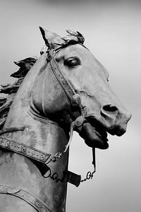 SATUE EQUESTRE : JEANNE D'ARC PLACE SAINT-AUGUSTIN, EGLISE ST.AUGUSTIN - PARIS 8E Le cheval à Paris Reportage photo sur le thème du cheval à et dans Paris.Où monter à cheval à Paris, les monuments, les statues équestres dans Paris. © Christophe BRICOT