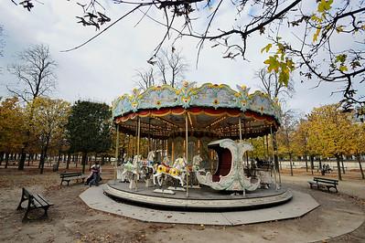 SUJET : LE CHEVAL À PARIS MANÈGE AVEC CHEVAUX DE BOIS DANS LE JARDINS DES TUILERIES ( CAROUSSEL LA BELLE EPOQUE) Paris, le cheval. Thème le cheval dans Paris, à Paris, actuellement ou anciennement. Sujet magazine sur le passé, le présent et le futur autour du thème cheval à Paris. © Christophe BRICOT