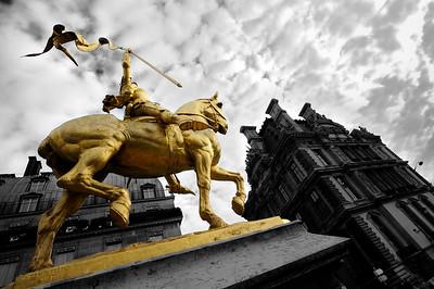 SUJET : LE CHEVAL À PARIS STATUE DE JEANNE D'ARC - RUE DE RIVOLI - LES TUILERIES Paris, le cheval. Thème le cheval dans Paris, à Paris, actuellement ou anciennement. Sujet magazine sur le passé, le présent et le futur autour du thème cheval à Paris. © Christophe BRICOT