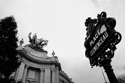 SUJET : LE CHEVAL À PARIS LES STATUES ET BRONZES DE L'HARMONIE TRIOMPHANT DE LA DISCORDE ET DE L'IMMORTALITÉ DEVANçANT LE TEMPS - TOIT DU GRAND PALAIS (8E) PLACE CLEMENCEAU - GRAND PALAIS Paris, le cheval. Thème le cheval dans Paris, à Paris, actuellement ou anciennement. Sujet magazine sur le passé, le présent et le futur autour du thème cheval à Paris. © Christophe BRICOT