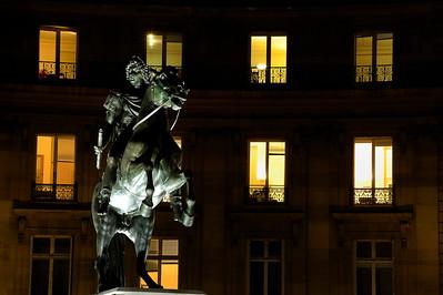 SUJET : LE CHEVAL À PARIS STATUE PLACE DES VICTOIRES (2E) Paris, le cheval. Thème le cheval dans Paris, à Paris, actuellement ou anciennement. Sujet magazine sur le passé, le présent et le futur autour du thème cheval à Paris. © Christophe BRICOT
