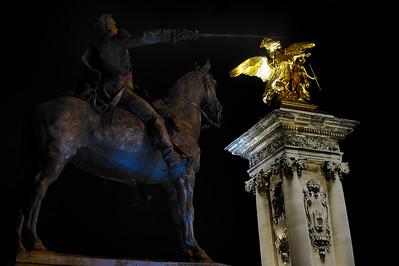 SUJET : LE CHEVAL À PARIS Pont Alexandre III, Grand Palais et Simon Bolivar Paris, le cheval. Thème le chaval dans Paris, à Paris, actuellement ou anciennement. Sujet magazine sur le passé, le présent et le futur autour du thème cheval à Paris. © Christophe BRICOT