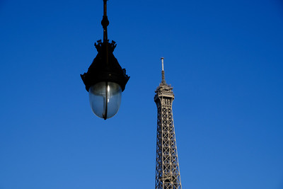 Paris, France : IIllustration , Eiffel Tower, winter in Paris, on February 10, 2018, in Paris, France - Photo Christophe Bricot