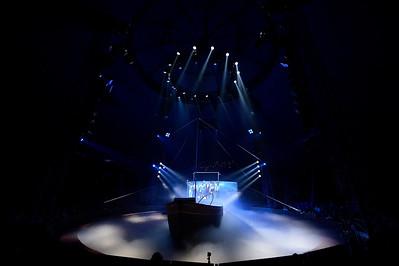 France, Bois de Boulogne : Silvia , nouveau spectacle au Cirque National Alexis Gruss - 40eme création - hommage à Silvia Monfort  - ESCALE VENITIENNE : LA SANTA RITA ET LES ACROBATES CELIA MILESI, OLGA MIDROUILLET, FABIEN THEVENOT, NICOLAS SAMSOËN ET FIRMIN GRUSS, FRANCESCO FRATELLINI ET TONY FLOREES - Photo Christophe Bricot