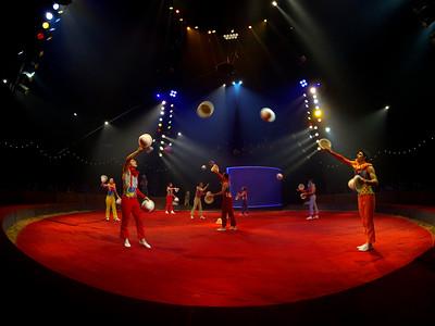 France, Bois de Boulogne : Silvia , nouveau spectacle au Cirque National Alexis Gruss - 40eme création - hommage à Silvia Monfort  - LE GRAND BARNUM DES JONGLEURIES - Photo Christophe Bricot