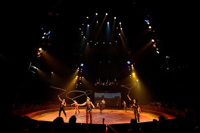 France, Bois de Boulogne : Silvia , nouveau spectacle au Cirque National Alexis Gruss - 40eme création - hommage à Silvia Monfort  - WESTERN : GIPSY, NATHALIE, ALEXIS, STEPHAN, CHARLES, LOUIS, ET JOSEPH GRUSS. + SARH ET TONY FLOREES, FRANCESCO FRATELLINI ET CACHEMIRE - Photo Christophe Bricot