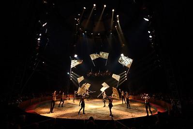 France, Bois de Boulogne : Silvia , nouveau spectacle au Cirque National Alexis Gruss - 40eme création - hommage à Silvia Monfort  - DANSE DES DRAPEAUX - Photo Christophe Bricot