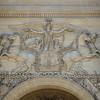 STATUE EQUESTRE DANS PARIS<br /> LA GLOIRE DISTRIBUANT DES COURONNES ET PARCOURANT UN CHAMP COUVERT DE TROPHÉES<br /> PALAIS DU LOUVRE<br /> BAS RELIEF, SCULPTURE<br /> SUJET : LE CHEVAL À PARIS<br /> Paris, le cheval. Thème le chaval dans Paris, à Paris, actuellement ou anciennement. Sujet magazine sur le passé, le présent et le futur autour du thème cheval à Paris.<br /> © Christophe BRICOT