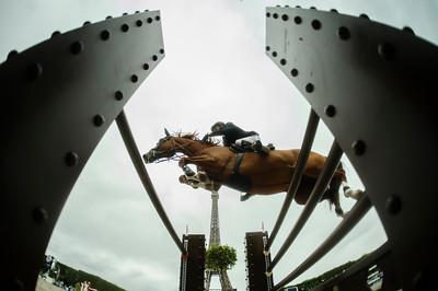 France, Paris :  Eric VAN DER VLEUTEN (NED) riding DREAMLAND , Le Figaro Scope, Paris Eiffel Jumping 2021, June 25th , 2021, in Paris, France - Photo Christophe Bricot