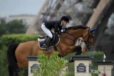 France, Paris :  Edwina TOPS-ALEXANDER (AUS) riding FELLOW CASTLEFIELD  , Le Figaro Scope, Paris Eiffel Jumping 2021, June 25th , 2021, in Paris, France - Photo Christophe Bricot