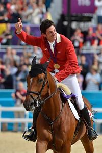 EQUITATION -  Steve GUERDAT sur NINO DES BUISSONNETS remporte la médaille d'Or - Champions olympiques/ Steve Guerdat riding Nino des Buissonets wins Gold Olympic Medal in London FINALE INDIVIDUELLE JUMPING - JEUX OLYMPIQUES DE LONDRES 2012 - OLYMPICS GAMES IN LONDON -  PHOTO : © CHRISTOPHE BRICOT