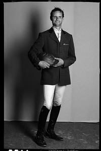 LE CAVALIER FRANCAIS NICOLAS TOUZAINT LORS D'UNE PRISE DE VUE EN STUDIO PENDANT LE CONCOURS COMPLET DU HARAS DE JARDY - DERNIÈRE EPREUVE DU CIRCUIT GRAND NATIONAL - JARDY - MARNE LA COQUETTE (92) - © CHRISTOPHE BRICOT