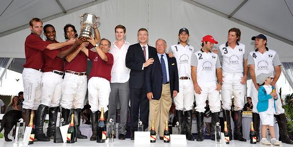 POLO : DEAUVILLE POLO CUP 2011 - FINALE DE LA COUPE D'ARGENT ENTRE LES EQUIPES ROYAL BARRIERE (ROUGE) ET HORMETA (BLANC) - COMPOSITION DES EQUIPES :  ROYAL BARRIERE (ROUGE) : (1) STANISLAS CLAVEL - (2) PIERRE-HENRI NGOUMOU - (3) FRANCISCO BENSADON ET (4) ANDRE FABRE HORMETA : (1) JEAN_CHRISTOPHE DAVID - (2) TOMAS REINOSO - (3) KUKE TOMLINSON - (4) EDOUARD PAN  - COUPE D'ARGENT ET BEAUTY CUP - © CHRISTOPHE BRICOT