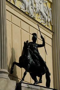 Reportage Monuments et Statues équestres. Ici le Cirque d'Hiver - Paris - Façade et statues du monument -  © CHRISTOPHE BRICOT