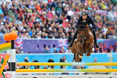 EQUITATION - 49 AUFFARTH Sandra SUR OPGUN LOUVO - CONCOURS COMPLET - EPREUVE DU SAUT D'OBSTACLES - JUMPING  - JEUX OLYMPIQUES DE LONDRES 2012 - OLYMPICS GAMES IN LONDON -  PHOTO : © CHRISTOPHE BRICOT