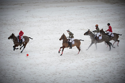 Megève, France : Match for 3th and 4th place with LES FERMES DE MARIE (Green) (Cyrille Costes / Brieuc Rigaux /Thierry Vetois ) / LA FER A CHEVAL (red) (Edouard Costes , Pierre-Henri Ngoumou, Gaétan Gosset) during the BMW Polomasters 2014 in Megeva, France -  Snow polo tournament - Photo Christophe Bricot