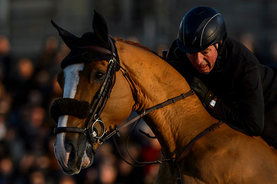 France, Versailles : John WHITAKER riding TALISMAN DE MAZURE during the Versailles Castle Show Jumping at the stables of the kings, on May 5th , 2017, in Versailles, France - Photo Christophe Bricot