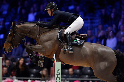 France, Villepinte : Lauren HOUGH (USA) riding Waterford during the Longines Masters of Paris 2017, on December 1 , 2017, in Villepinte, France - Photo Christophe Bricot