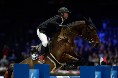 France, Villepinte : Gregory COTTARD (FRA) riding Regate d'Aure during the Longines Masters of Paris 2017, on December 2 , 2017, in Villepinte, France - Photo Christophe Bricot