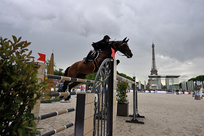 France, Paris : Maikel van der Vleuten riding VDL Groep Verdi TN  during the Longines Global Champions Tour of Longines Paris Eiffel Jumping, on June 30th , 2017, in Paris, France - Photo Christophe Bricot